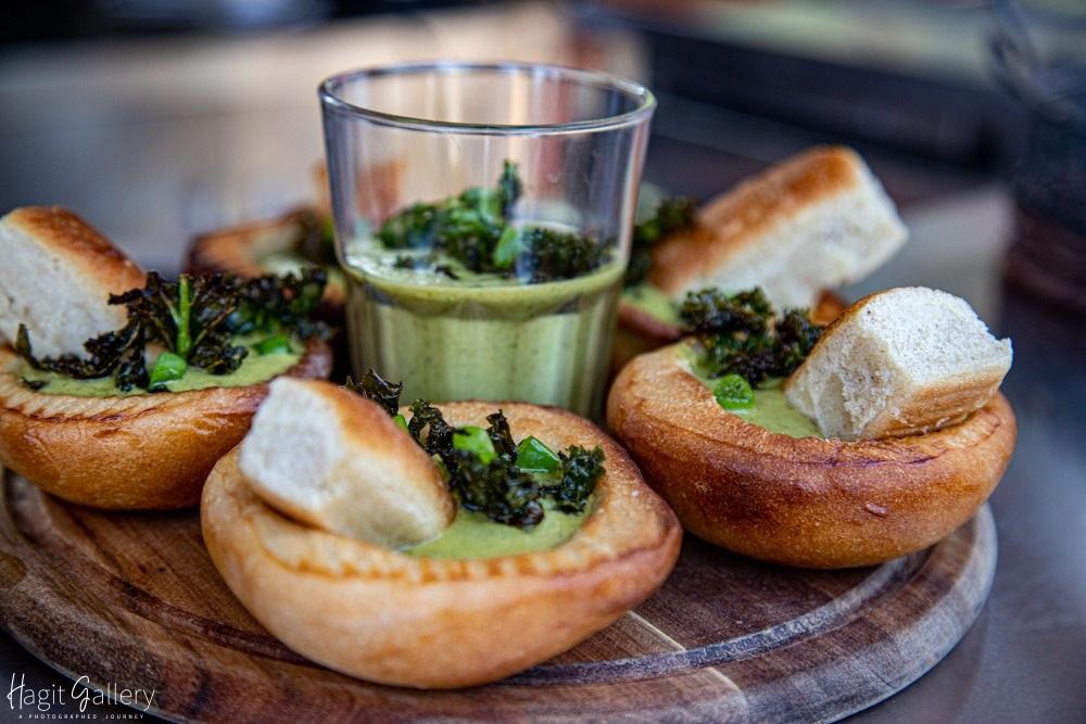 גספאצ'ו ירוק בלחם בקיבוץ לוטן. צילום: הערבה הדרומית