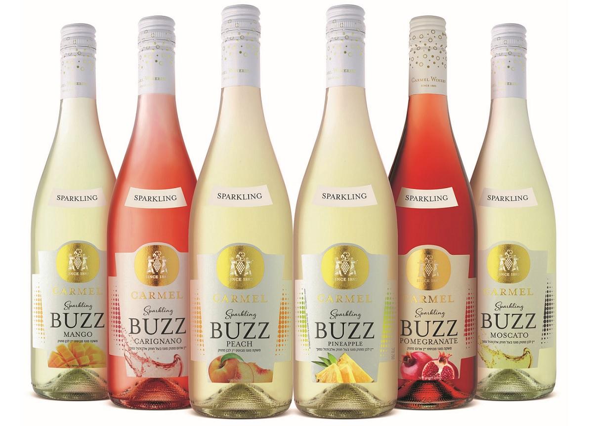 בקבוקי יין בסדרת Sparkling Buzz של יקבי כרמל. צילום: איל קרן