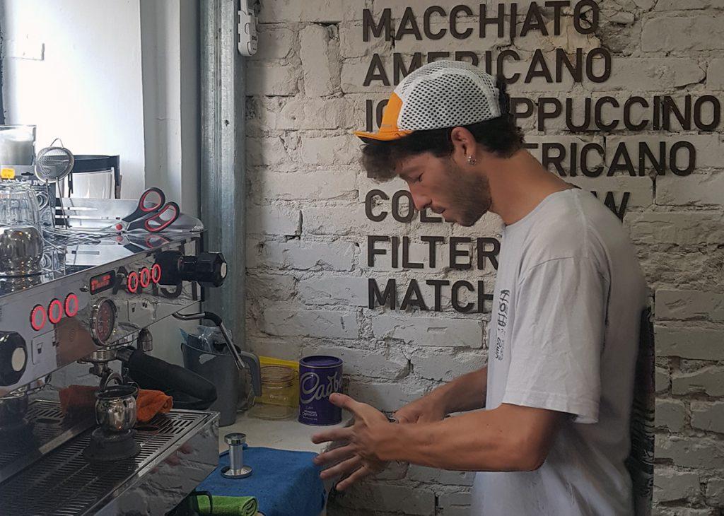 יובל בריסטה צ'אצ'וס קפה בתל אביב. צילום: מגזין שותים