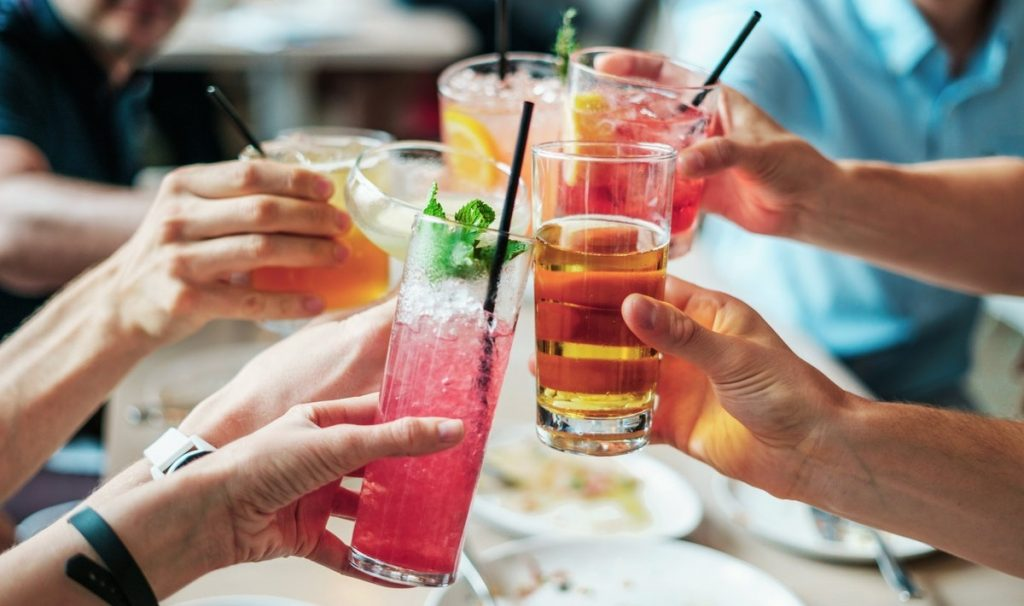 סוגים שונים של כוסות לשתיית אלכוהול