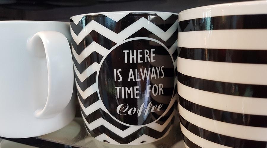 כוס עם כיתוב תמיד יש זמן לקפה