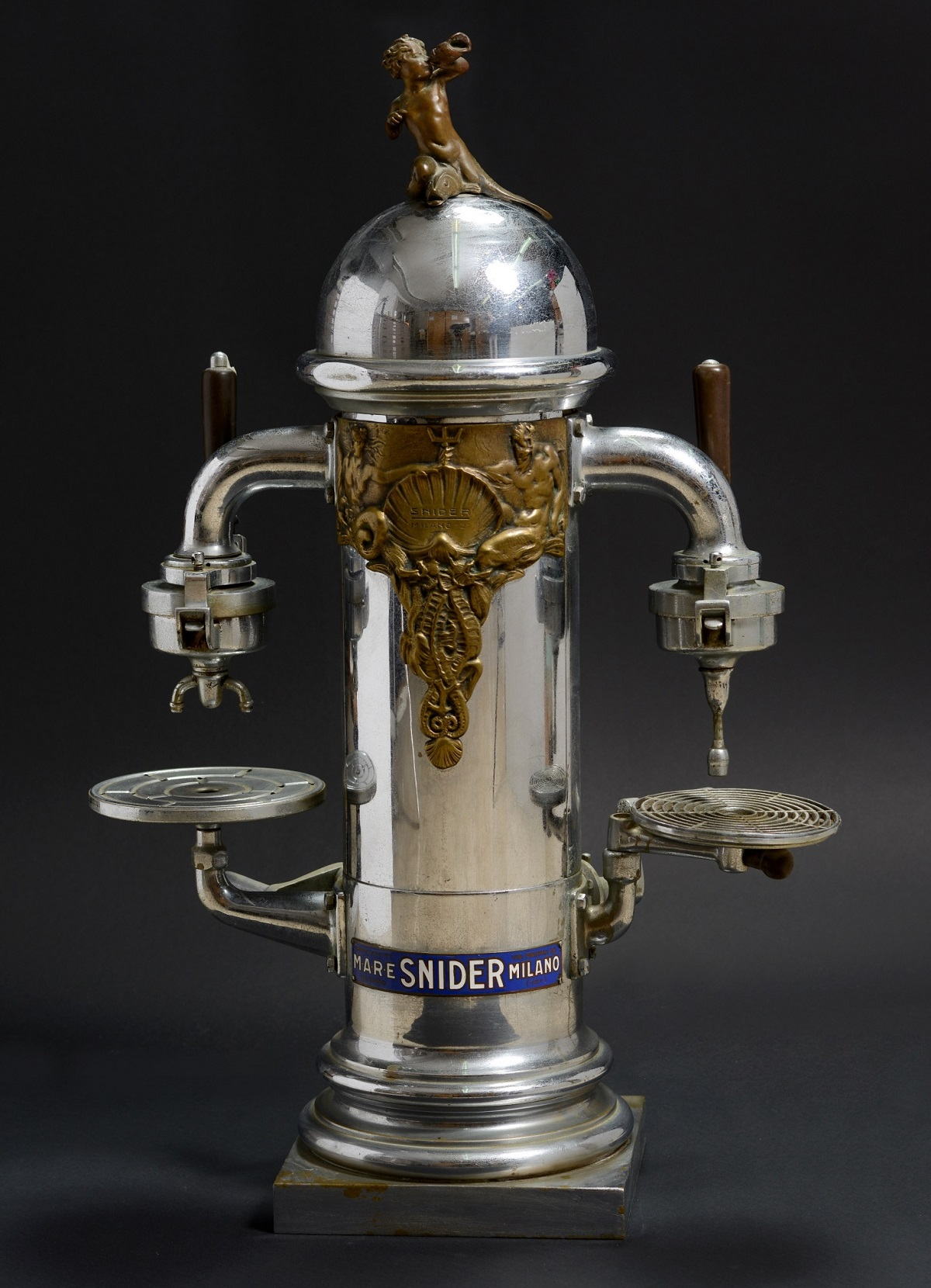 מכונת קפה Snider Milano Insuperabile מאיטליה 1920, מהאוסף של איריס ורם איבגי. צילום: שי בן אפרים