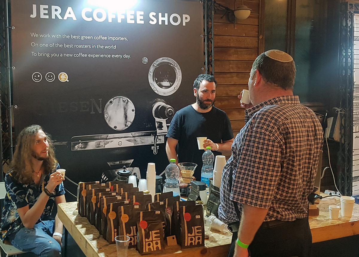 דוכן של בית הקלייה Jera בפסטיבל הקפה בתל אביב 2021. צילום: מגזין שותים
