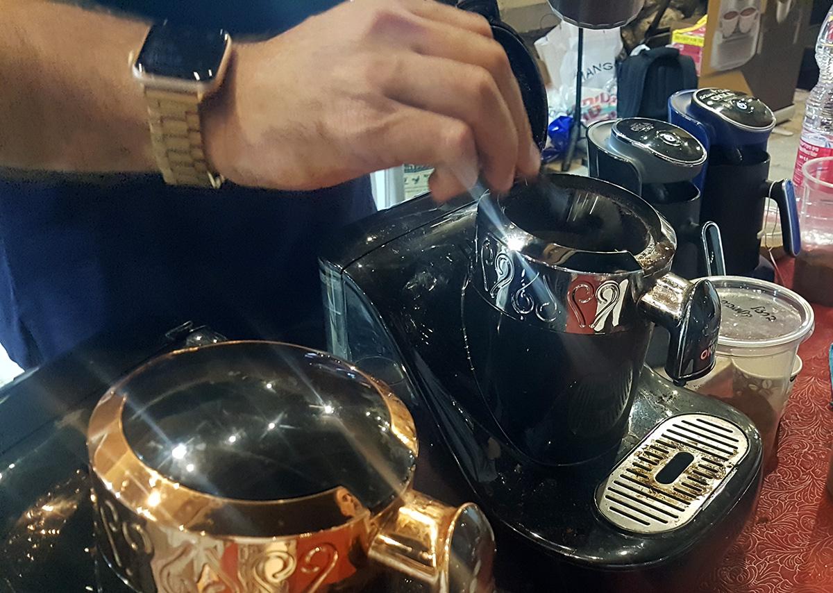 מכונת קפה טורקי אוטומטית של Okka בפסטיבל הקפה בתל אביב. צילום: מגזין שותים