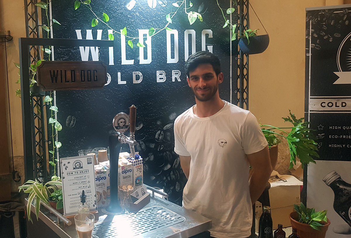 דוכן של Wild Dog Cold Brew בפסטיבל הקפה בתל אביב הראשון. צילום: מגזין שותין