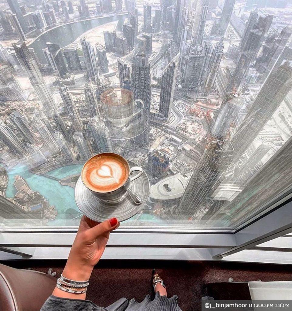 בית הקפה at.mosphere במגדל בורג' חליפה הגבוה בעולם. צילום: אינסטגרם @j_binjamhoor