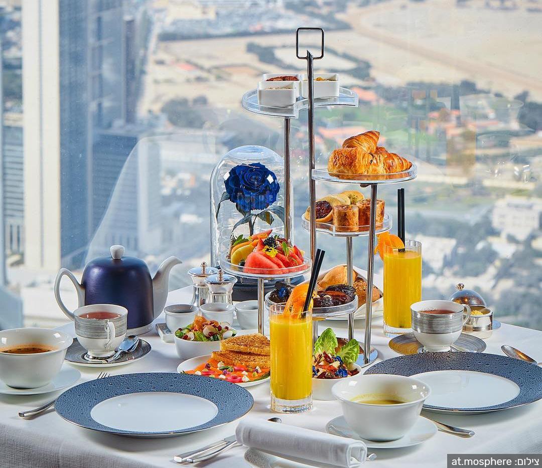 בית הקפה at.mosphere במגדל בורג' חליפה הגבוה בעולם