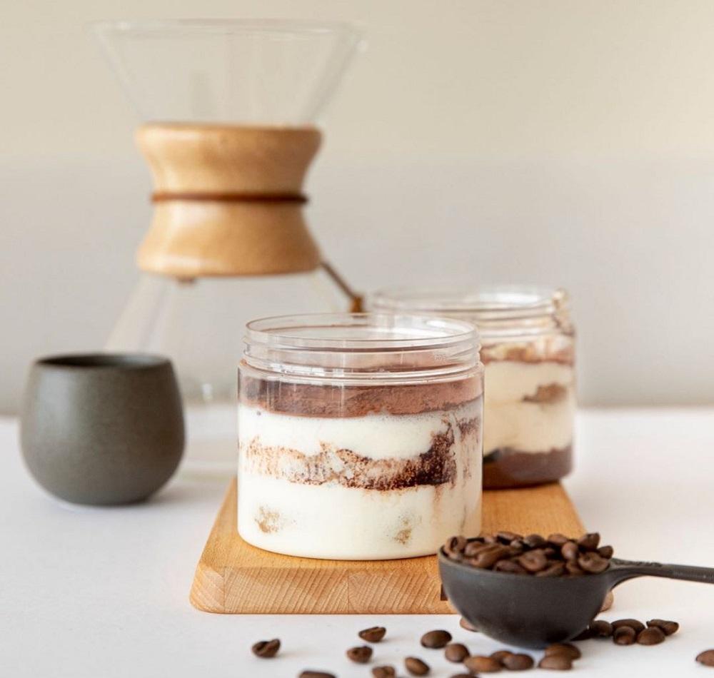 טירמיסו וקפה ב-Be specialty coffee בדובאי. צילום: אינסטגרם becoffee.ae