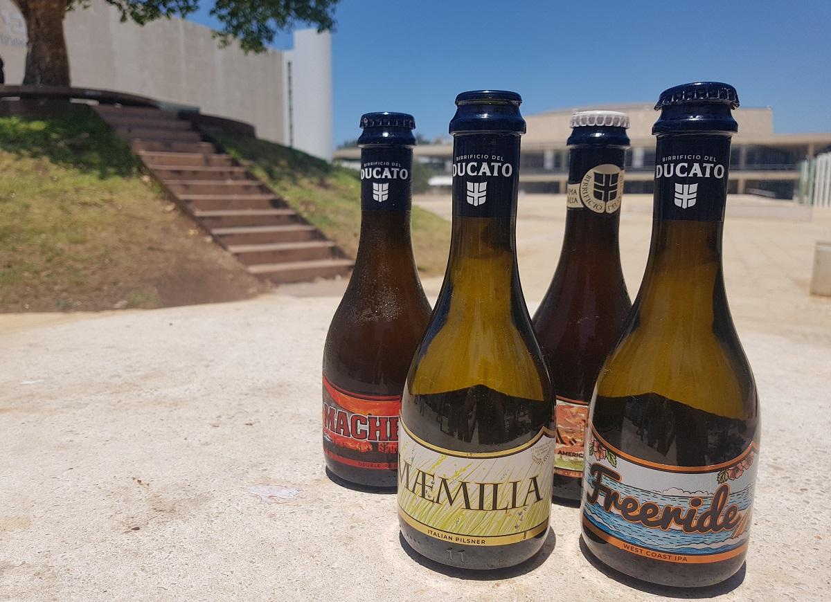 בקבוקי בירה של מבשלת דוקאטו האיטלקית. צילום: מגזין שותים
