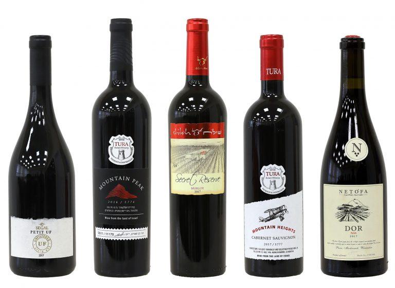 בקבוקי יין אדום זוכים בתחרות אשכול הזהב 2020. צילום: Sommelier