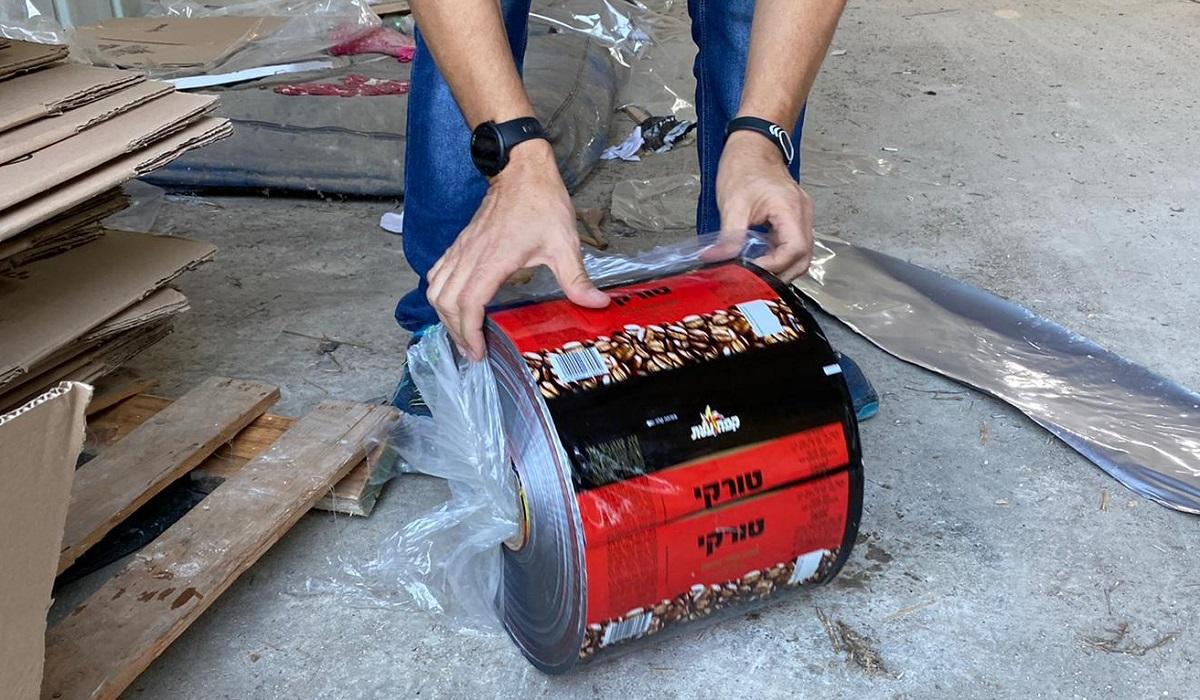 שקיות קפה טורקי עלית מזויפות. צילום: דוברות המשטרה
