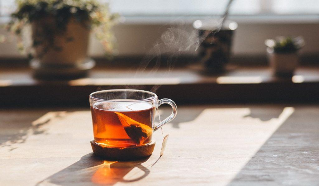 כוס תה שחור עם תיון. צילום: freestocks.org