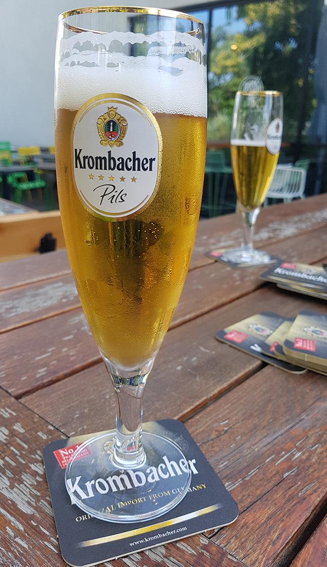כוס בירת פילזנר של קרומבאכר. צילום: מגזין שותים