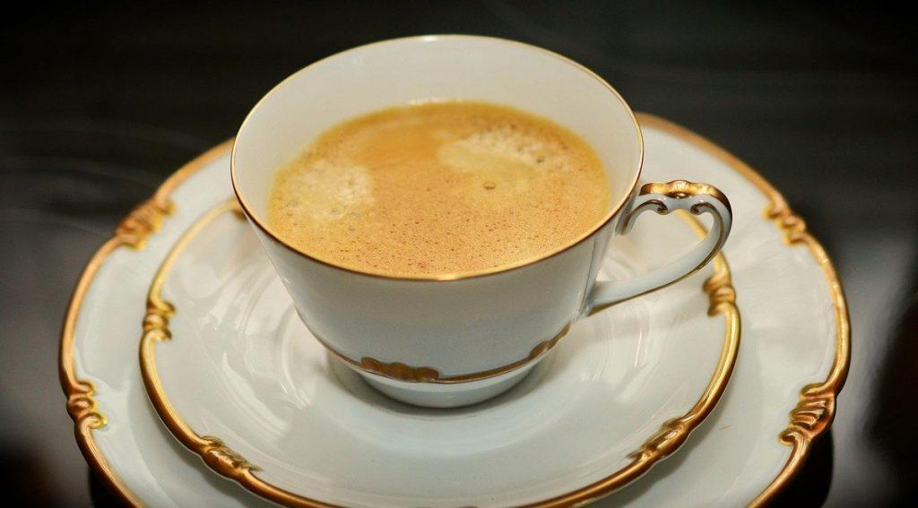 כוס קפה יוקרתית. צילום: congerdesign