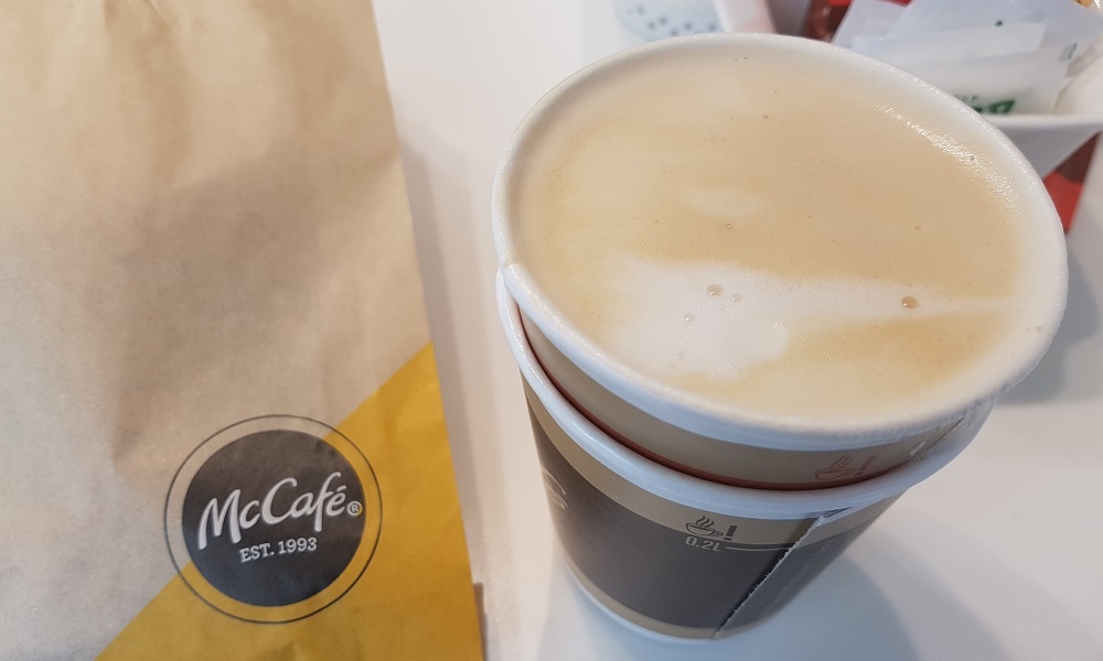 כוס קפוצ'ינו קטן של מק קפה