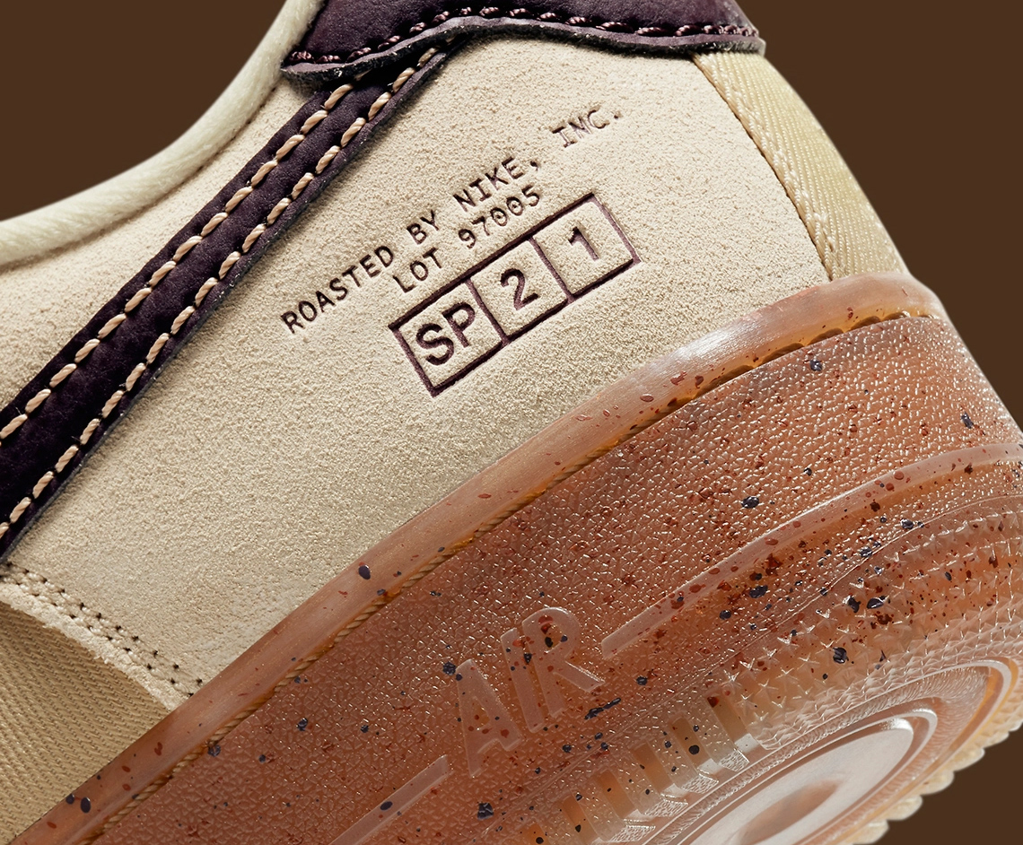 סניקרס נייק אייר פורס 1. Roasted By Nike