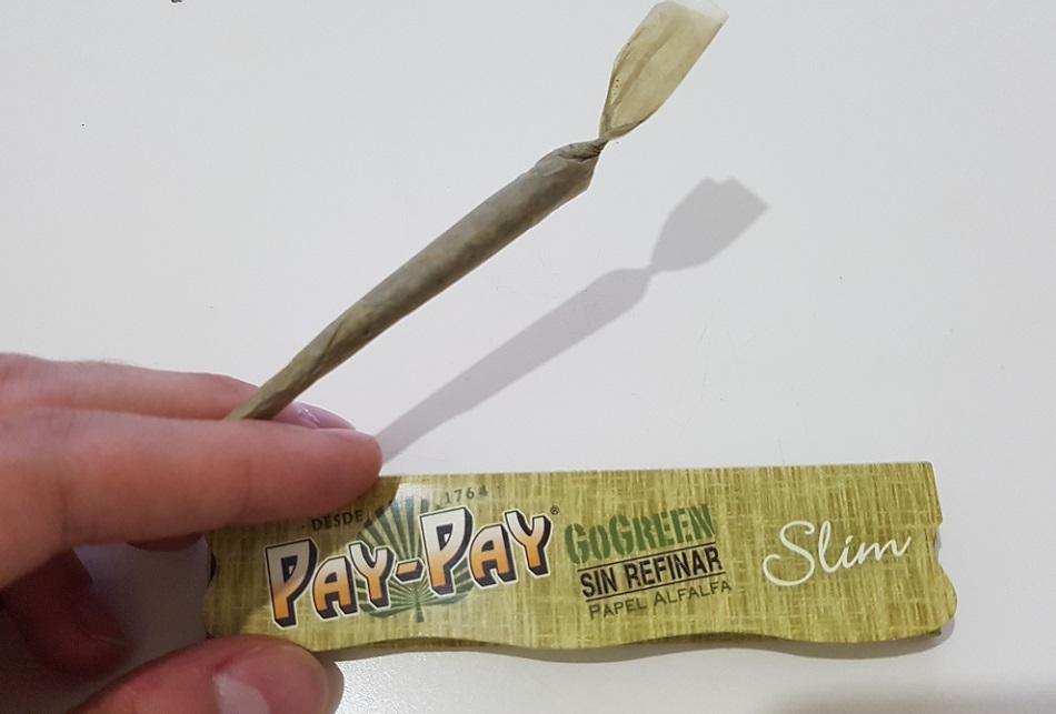 ניירות גלגול ירוקים של PAY PAY