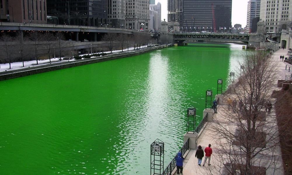 נהר שיקגו צבוע בירוק לרגל החגיגות בשנת 2005