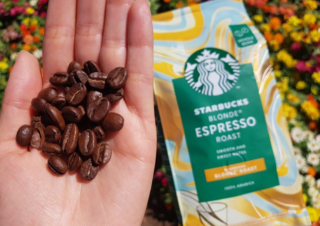 פולי קפה של סטארבקס תערובת Blonde Espresso Roast בינונית. צילום: מגזין שותים