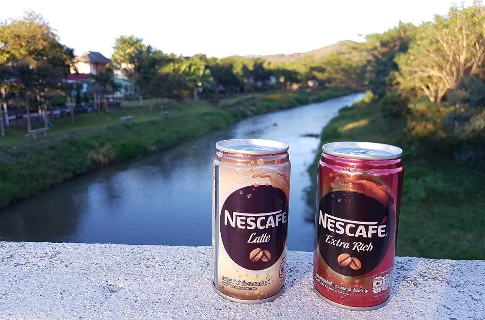 פחיות קפה קר מוכן של Nescafe בתאילנד