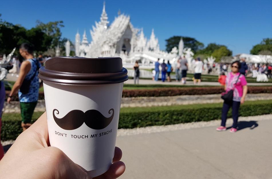 קפה הפוך במקדש הלבן בצפון תאילנד