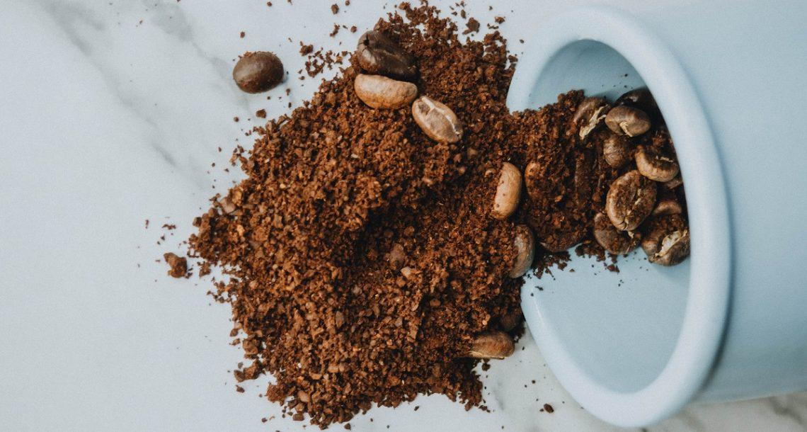פילינג או מסכה לפנים: שימושים חוזרים שאפשר לעשות עם שאריות קפה טחון