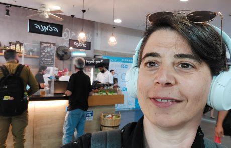 """בזכותה השלטים בבית הקפה כבר לא פונים רק לגברים: """"לשפה יש משמעות"""""""