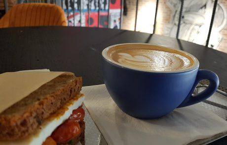 Lo Fi Roastery בתל אביב מגדיר מחדש את המושג 'לשבת לקפה'