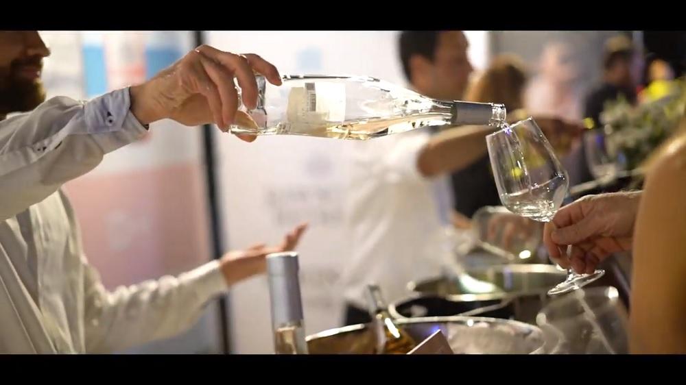 פסטיבל Whites 2019 - יינות לבנים על הים בהרצליה. צילום: מתוך יוטיוב