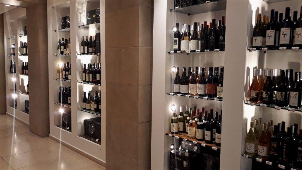 מרכז אוצרות יין 100% IL ליין ישראלי. צילום: שחר זיו
